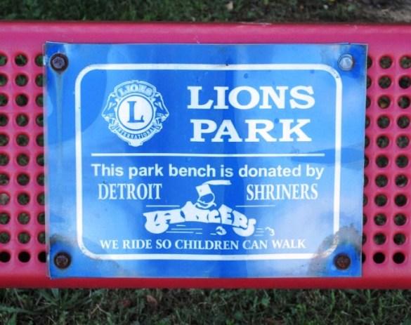 SIGN LIONS PARK