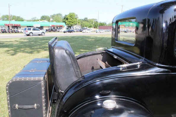 Black car with rumble seat.jpg